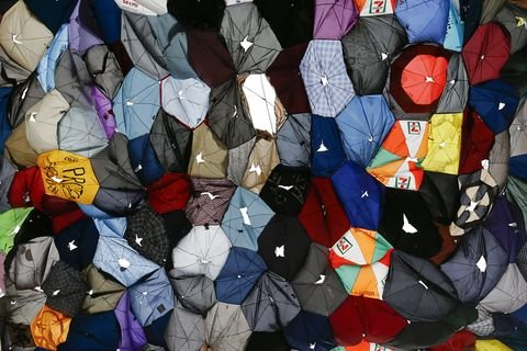 24/10: מחאת המטריות