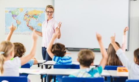 """בכמה """"זמן-מורה"""" זוכים ילדים? תלוי איפה. צילום: Shutterstock"""